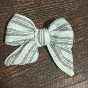 Clip in bow